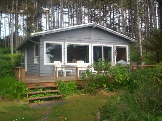 BEAUTIFUL TWO BEDROOM COTTAGE ON THE BEACH!, Seal Rock