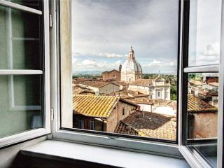 Elegant 2 bedroom apt. in historic Siena residence