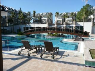 Welcome to this outstanding  gated 24/7 Tropicana community in Side resort