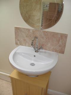 vanity basin & mirror