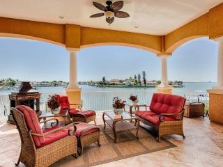 Enjoy Casual Elegance at Boca Bay House!, San Petersburgo