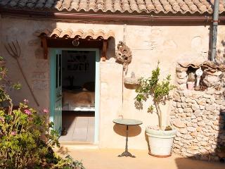 Margarita Cottage, Zaquintos
