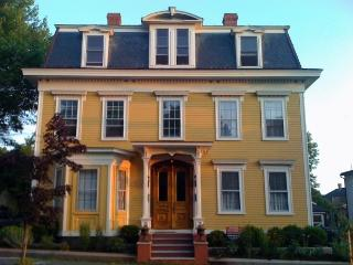 Large One Bedroom, Steps from River and Downtown, Newburyport