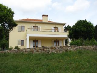 Casa Rowan, Luso