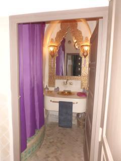 Khöl room bathroom
