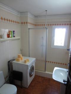 Bathroom with washing machine - 2nd Floor
