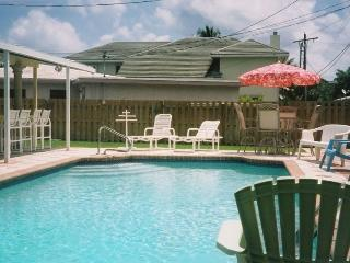 Lovely Tri-Level Home in E Boca 3/4 Mile to Beach, Boca Ratón
