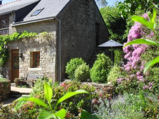 La Chouette with private heated pool, Quistinic