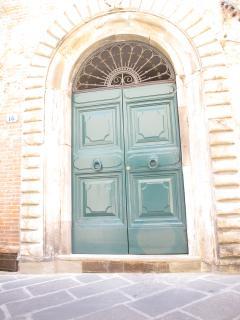 Main door, 16 Via Guinigi