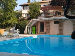 large elegant apartment in luxury villa city center, private pool, large garden, Verona
