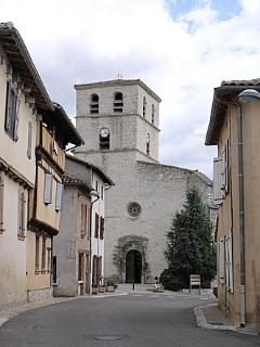 Les terrasses de Vazerac are on the left of the road. Vazerac church is in the distance.