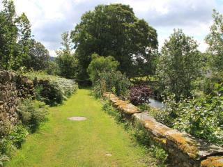Robin Cottage: charming riverside mill conversion, dog-friendly with lake access