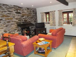 Plenty of space for 4 in the open plan lounge / diningroom