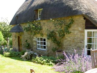 Hoo Cottage from the garden