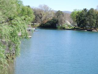 Pratt's Lakehouse, Bluff City