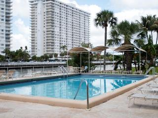 Waterfront Apartment Sunny Isles - Close to beach, Miami