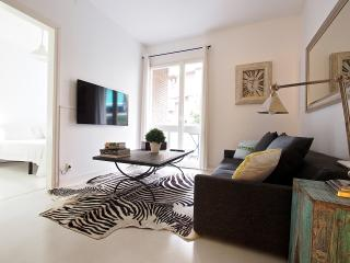 Vintage 3Br Apt with Balcony, Barcelona