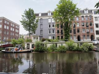 Houseboat 'FLOATING GARDENS' in center Amsterdam