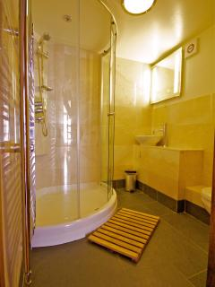 Power Shower & Underfloor heating for the lazy morning wake up