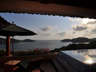 3000 sq/ft+ LUXURY PENTHOUSE - from $210 p/n!!, Zihuatanejo