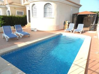 3 Bedroom Detached  Air- Conditioned  6 X 3  Pool, La Marina