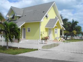 Oceanfront Cottage:Rated excellent on TripAdvisor, Nassau