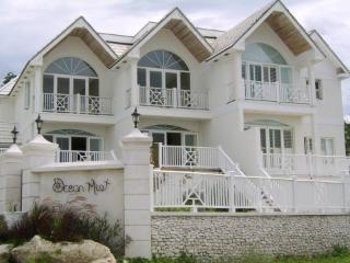 Beautiful Oceanfront Townhouse - Cable Beach Area, Nassau