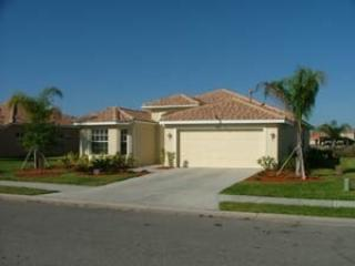 Luxurious Lakeside/Golf View Home with Heated Pool, Bradenton