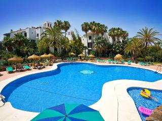 Seasons Apartments, Elviria
