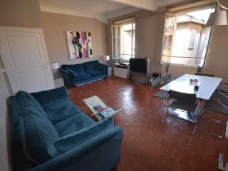 2 bedroom sunny apartment in the heart of Old Town Nice