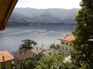 Open-space attic on Como lake, Laglio