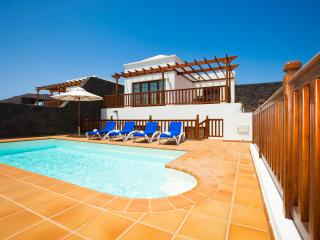 Villa w/heated pool & jacuzzi, Playa Blanca