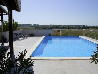 Countryside Gite for 2. Private Pool. Short walk to Bastide Town of Monflanquin