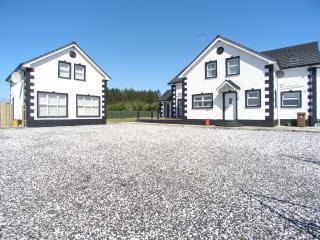 Ample car parking space at Forestside House and Cottage
