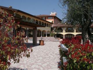 Luminous holiday apartment, Manerba del Garda