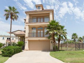 You are King of the world in this luxury 3 bedroom, Isla del Padre Sur