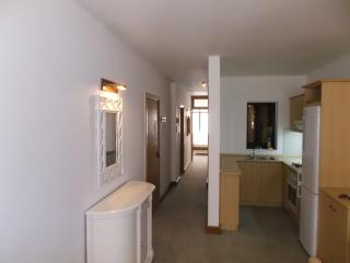 Comfortable, newly redecorated, central Apartment