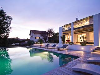 Modern Villa w/ Pool & Views!, Bidart