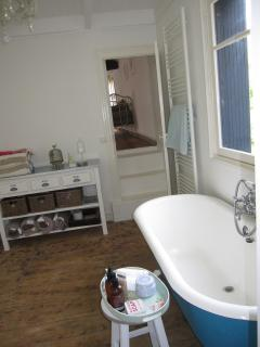 overall view of upstairs bathroom
