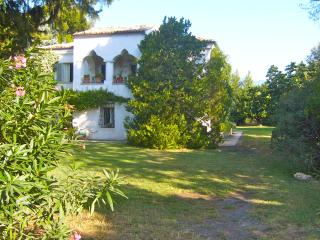 GROUPS in Agriturismo: up to 9 self apartments between mounts&sea (max 25/35 p.)