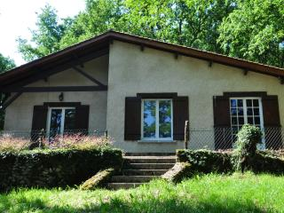 Nice Cottage in the Perigord, river view, very quiet in the nature