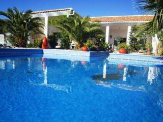 Casa Rural con piscina comunitaria y conexión inte, Arenas