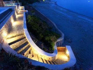 Kiotari Beach Villa. Top Location on the Beach, Amazing Pool