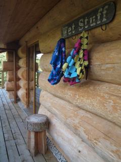 The deck runs around cabin