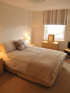 Kingsize bed in master bedroom, with en suite shower room.
