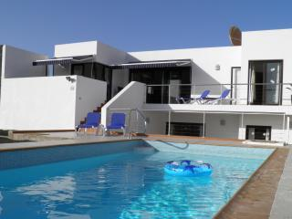 Spacious Villa, Large Heated Pool, Stunning Views, Playa Blanca