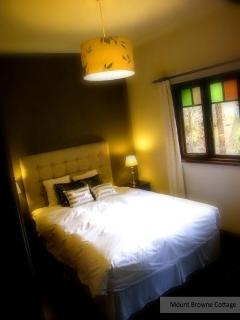 Luxury all way, comfort plus bed, fine bed linen, towels and robes