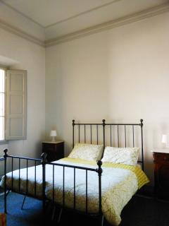 Bedroom 1 - 2 twins or 1 double bed