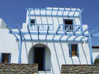 Plaka Beach villa, Naxos Town