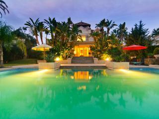 Luxury villa (500m2) with private 10x5m pool, Marbella